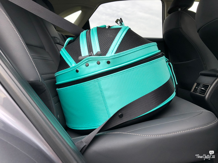 Sleepypod Mobile Pet Bed in car