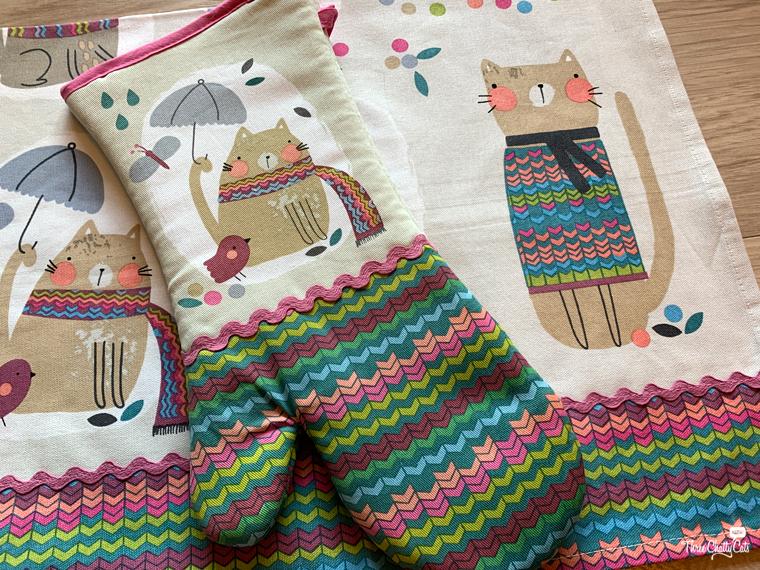 cozy cat kitchen set mitt and towel