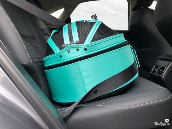 Sleepypod Mobile Pet Bed in car